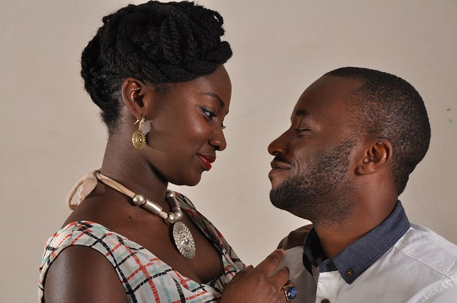 WHY YOU MUST NOT INVOLVE YOUR PARENTS IN YOUR RELATIONSHIP EARLY